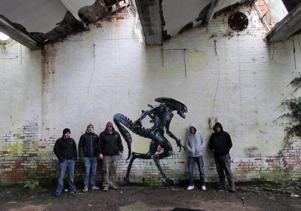 Alien street art by JPS